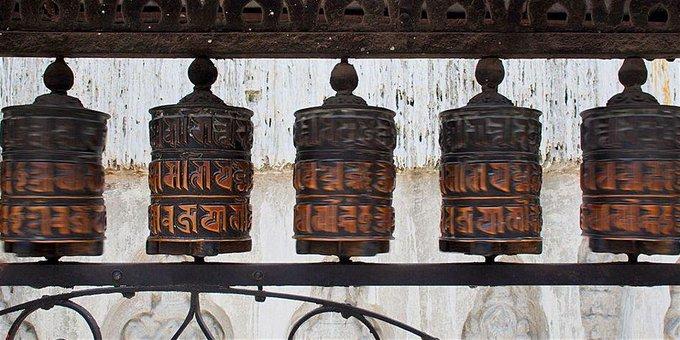 Moulins et Roues à Prières Tibétains